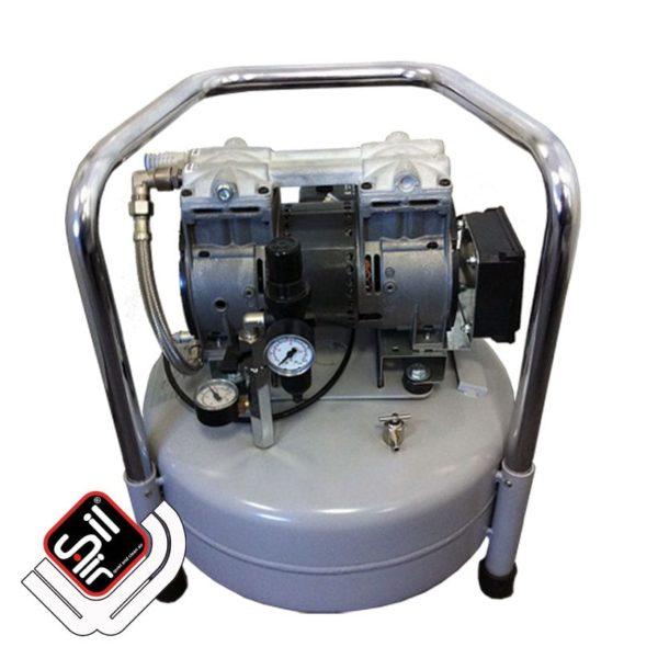 tragbarer Leiselaufkompressor mit einem Druckregler mit Filtereinheit aus Metall und 1 Motor auf einem stehenden Tank.
