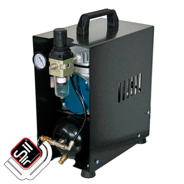 SilAir-Kompressor im tragbarem Koffergehäuse verbaut mit Drucklufttank und Druckregler