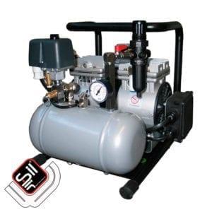 Tragbarer SiL Air Kompressor mit einem MDR2 Druckschalter einem Druckregler, sowie einem Drucklufttank im Grundrahmen verbaut