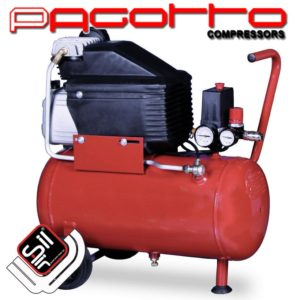 SilAir PAGOTTO-Kolbenkompressor-mit Handgriff und Rollen an einem roten Drucklufttank verbaut