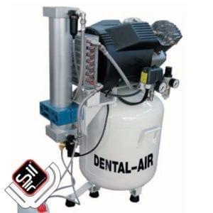 SilAir-Dental4 Kompressor mit einem Motor , Wärmetauscher sowie einem Absorbtionstrockner auf einem weissem Drucklufttank