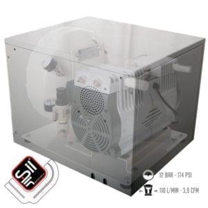 ölfreier Leiselauf Kompressor in der Schallschutzbox verbaut. mit Drucklufttank, Druckregler und Luftfiltern (in grau)
